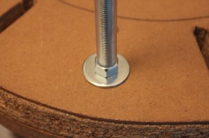 écrou plus rondelle côté supérieur de la solera