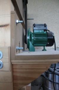 Fixation du moteur de la calibreuse