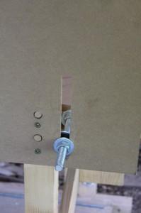 Fixation du plateau à l'avant de la calibreuse