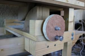 Système de réglage de la hauteur du plateau de la calibreuse