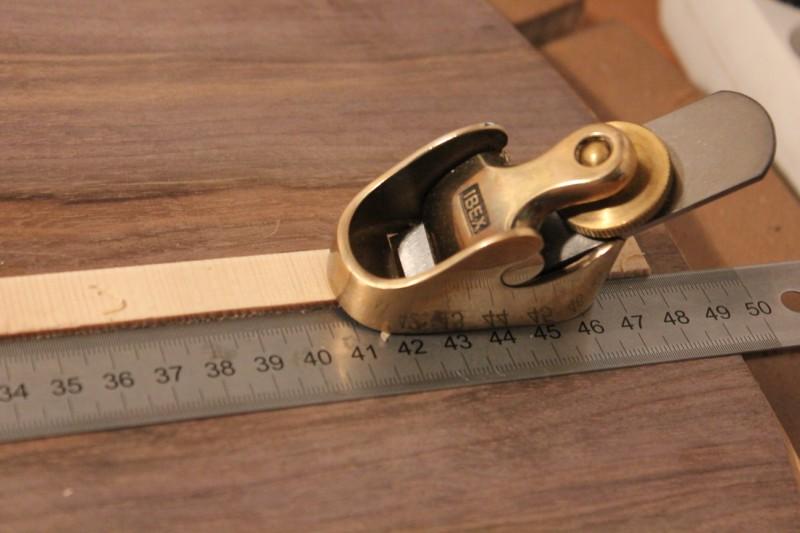 Cassage des angles du couvre joint avec un rabot noisette