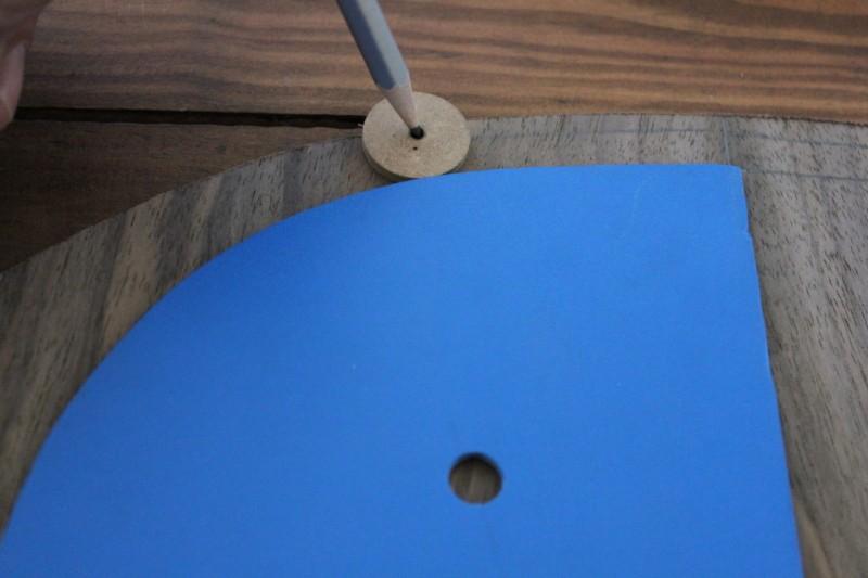 Tracé de la forme à un centimètre de la plantilla