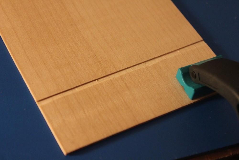 réalisation d'une rampe au ciseau pour une découpe plus précise à la scie