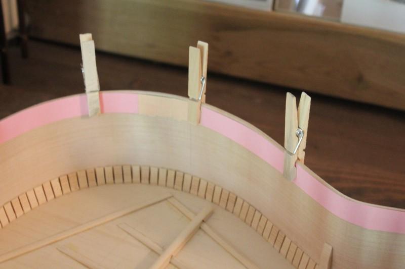 Utilisation d'une bande de papier cartonné pour connaître la longueur de contre-éclisse nécessaire