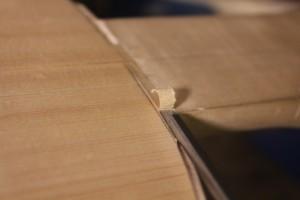Evidement du bois superflu au ciseau