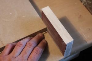 Dressage de l'extrémité des filets avec une cale à poncer