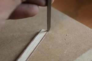 Suppression des angles du placage au ciseau