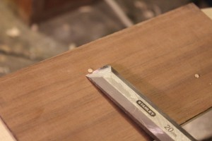 Arasement des baguettes au niveau du placage