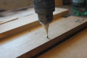 percage des trous de positionnement à travers le gabarit