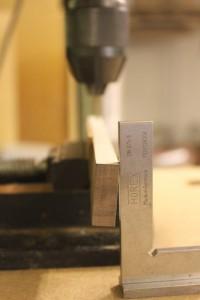 Bloc du chevalet posiitonné en biais dans l'étau grâce à une cale en siflet