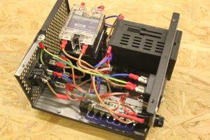 Vue interne du câblage du contrôleur de température